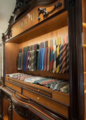 tie your tie Florence
